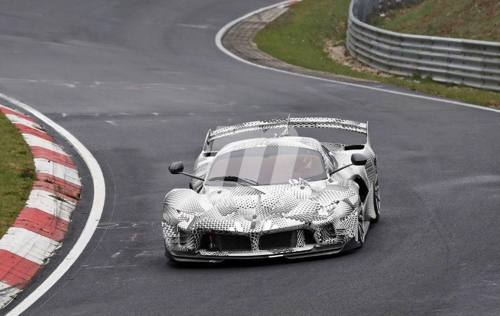 Nueva y extraña mula del Ferrari FXX K Evo avistada en el circuito de Nürburgring