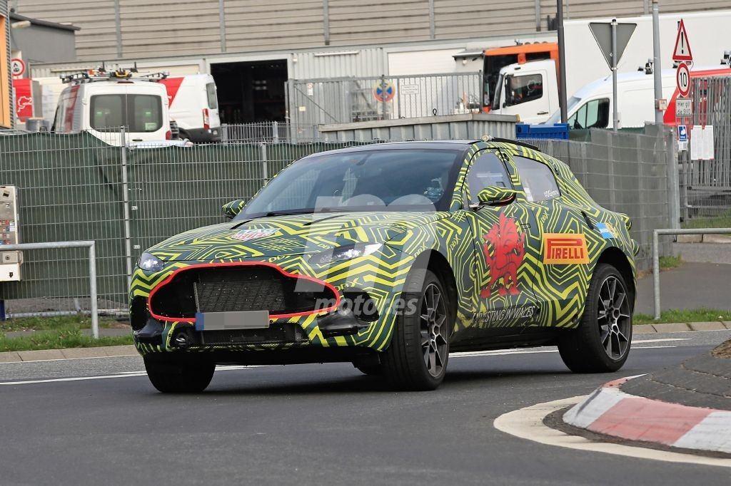 El nuevo Aston Martin DBX se adentra en la pista de pruebas de Nürburgring