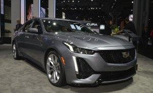 El nuevo Cadillac CT5 en vivo desde su stand en Nueva York