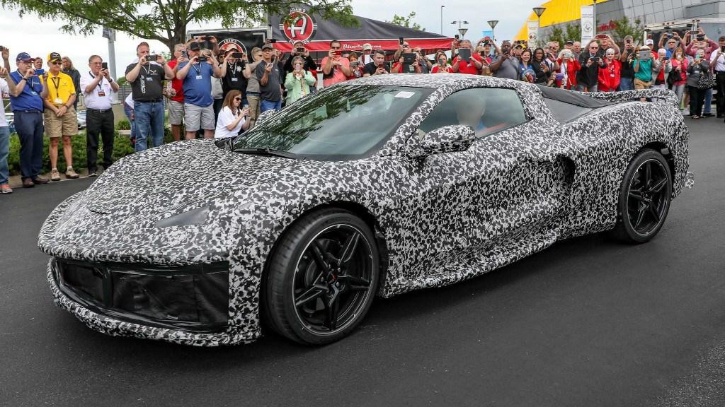 Chevrolet muestra en público el Corvette C8 y su nuevo emblema