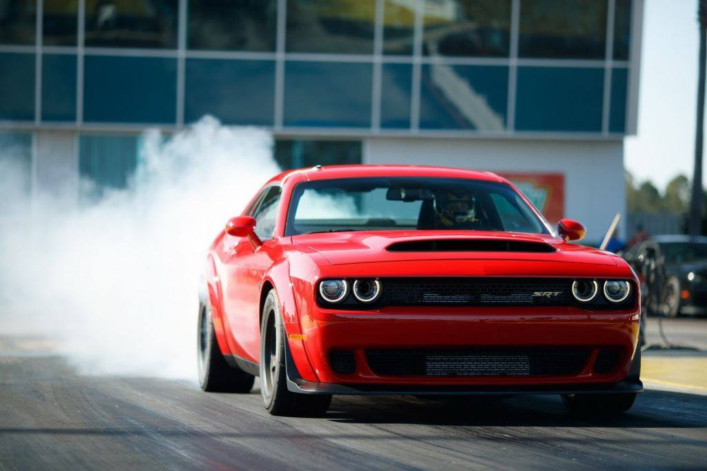 Drag race: Dodge Challenger Hellcat vs Dodge Challenger Demon