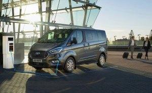 Ford Tourneo Custom Plug-in Hybrid, la furgoneta se electrifica