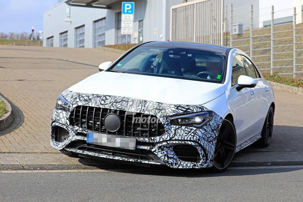 Prototipo del Mercedes-AMG CLA 45 casi al desnudo en vídeo