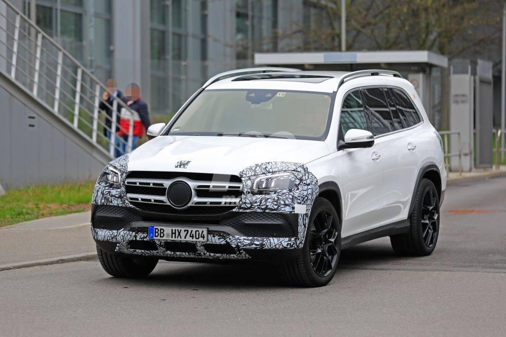 El nuevo Mercedes Clase GLS 2020 prácticamente desnudo en la calle