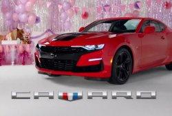 Chevrolet envía una burlona felicitación al Ford Mustang por su aniversario