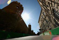 La FIA explica la causa del accidente de Russell con la alcantarilla en Bakú