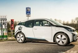 Un estudio pone en pie de guerra a partidarios y detractores del vehículo eléctrico