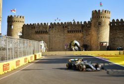 Bottas saca una inesperada pole de la accidentada clasificación en Bakú