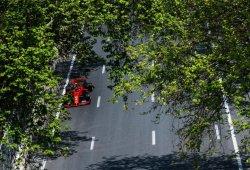 Leclerc domina la caótica segunda sesión de libres en Bakú