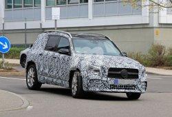 El nuevo Mercedes GLB pierde camuflaje dejando ver detalles del paquete AMG