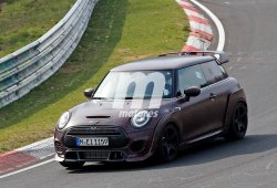El nuevo MINI John Cooper Works GP al descubierto a su paso por Nürburgring