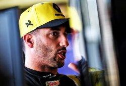 """Ricciardo pide perdón a Kvyat: """"Entré en pánico, no comprobé los espejos"""""""