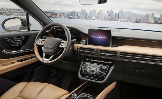 Lincoln Corsair - interior