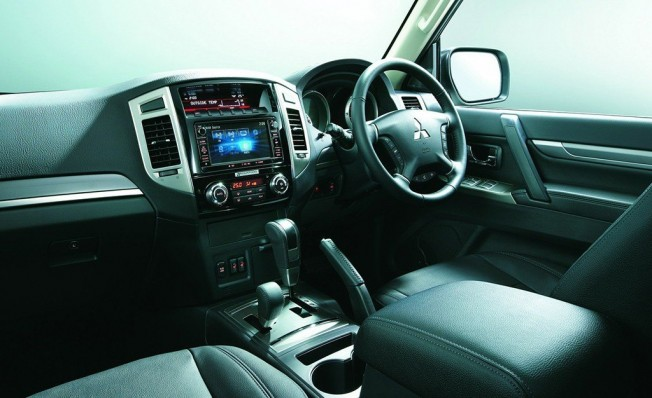 Mitsubishi Pajero Final Edition - interior