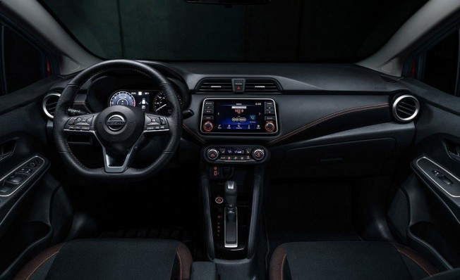 Nissan Versa 2020 - interior