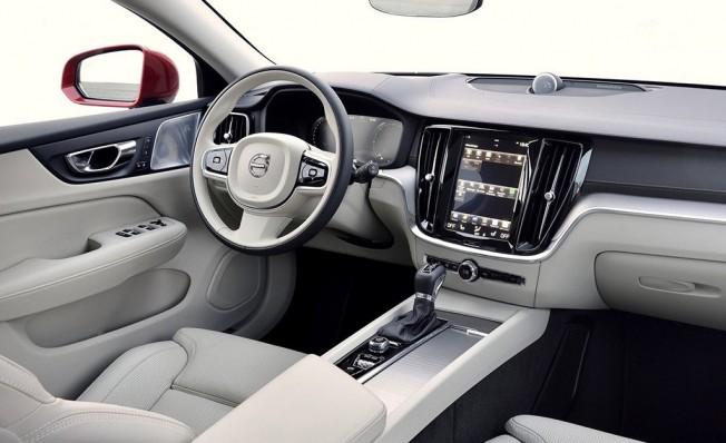 Volvo V60 Cross Country 2019 - interior