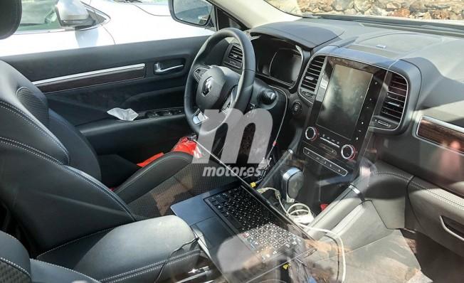 Renault Koleos 2020 - foto espía interior