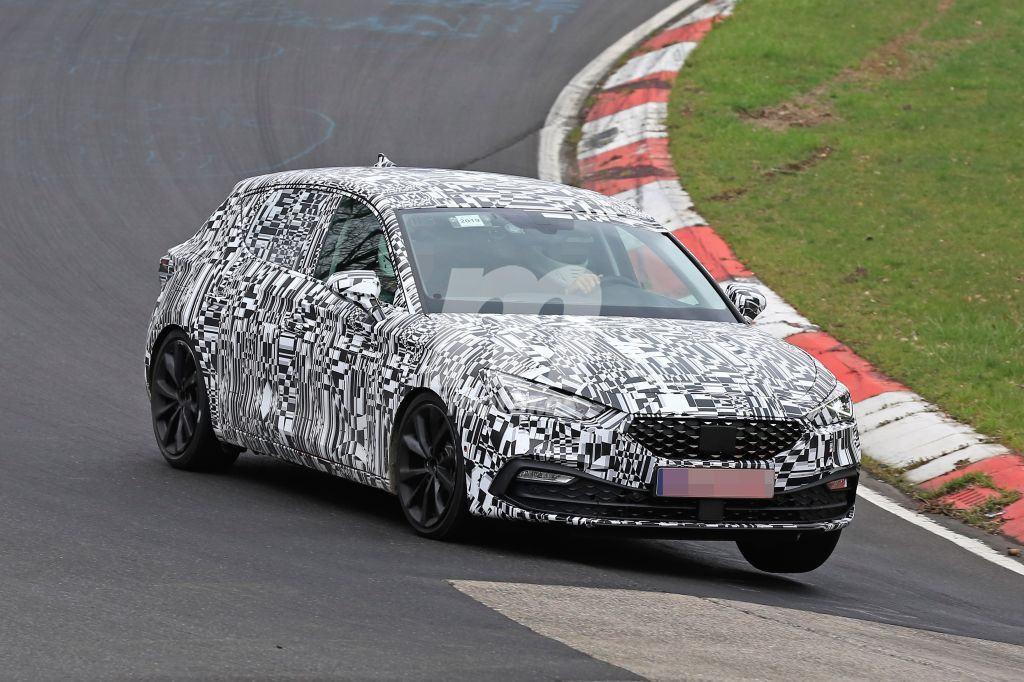 El futuro SEAT León 2020 a fondo en el circuito de Nürburgring