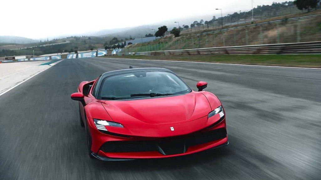 Ferrari SF90 Stradale: sus primeros vídeos