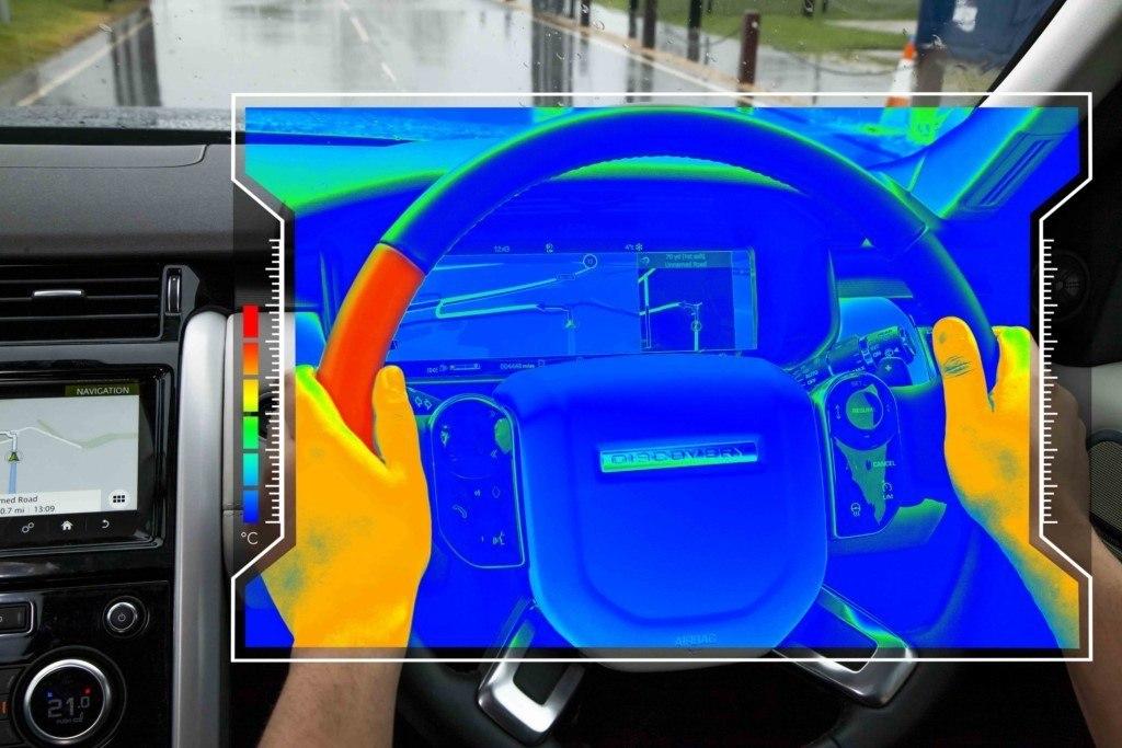 Jaguar Land Rover desarrolla un nuevo volante emisor de avisos por temperatura