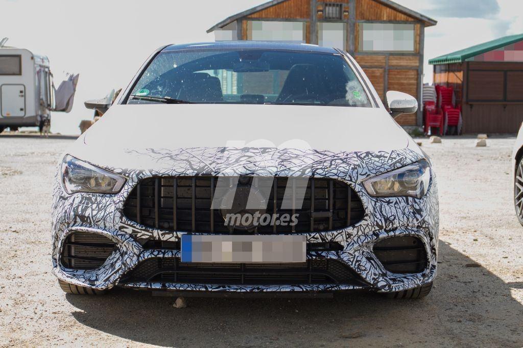 Nuevas fotos espía del Mercedes-AMG CLA 45 4MATIC durante sus pruebas, interior incluido