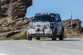 Nuevas fotos espía del moderno Land Rover Defender 110 revelan un techo de lona retráctil