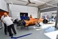 Penske domina un velocísimo primer día, con problemas para Alonso