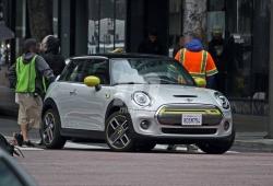 El nuevo Mini Cooper SE, cazado completamente destapado en Estados Unidos