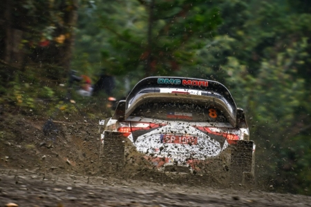 Fuerte accidente de Neuville en Chile, Tänak sigue líder