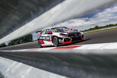 Girolami lidera el doblete de Honda en el Slovakia Ring