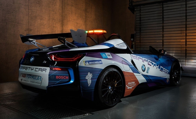BMW i8 Roadster Safety Car - Fórmula E