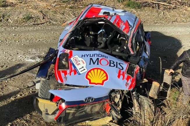 Fuerte accidente de Thierry Neuville en Chile, Tänak sigue líder
