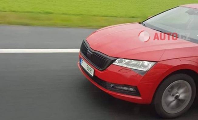 Skoda Octavia 2020 - foto espía frontal