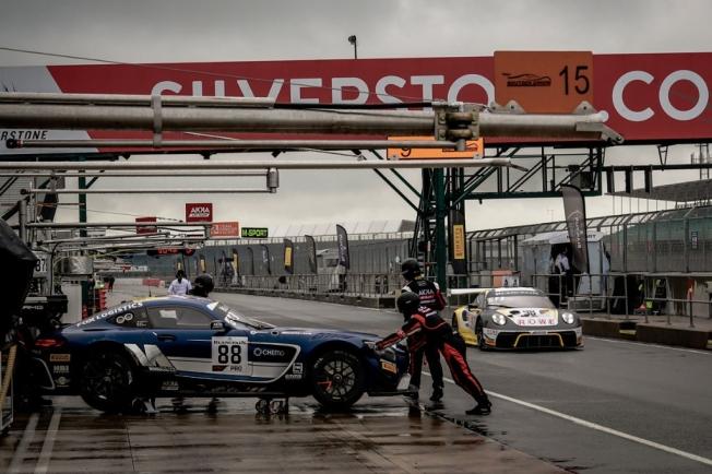El tren de los GT3 hace parada en las 3 Horas de Silverstone