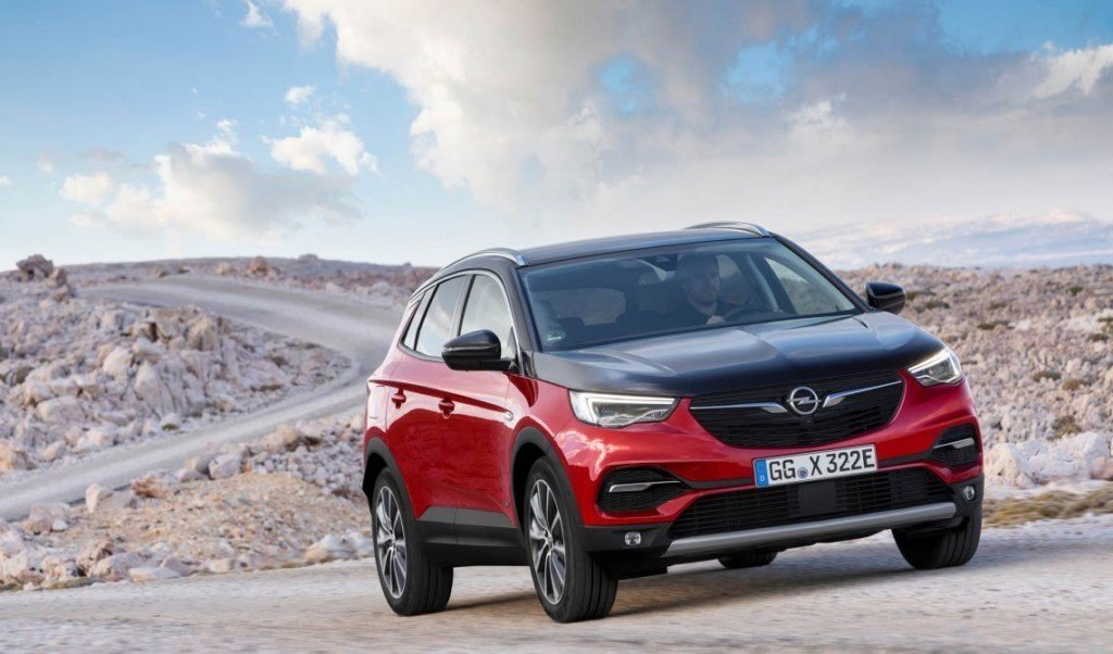 Opel Grandland X Hybrid4, llega la versión híbrida enchufable al SUV de la marca del rayo