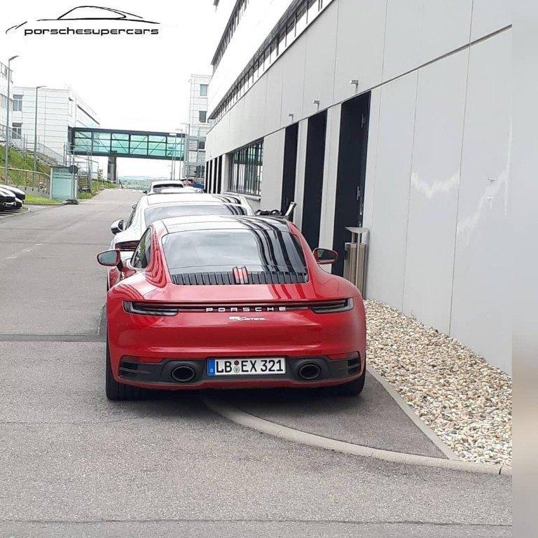 El Porsche 911 Carrera Coupé base avistado totalmente desnudo