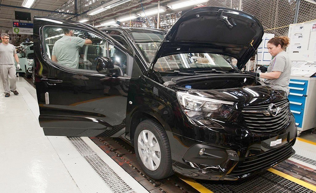 La producción de vehículos en España acentúa su caída en abril de 2019