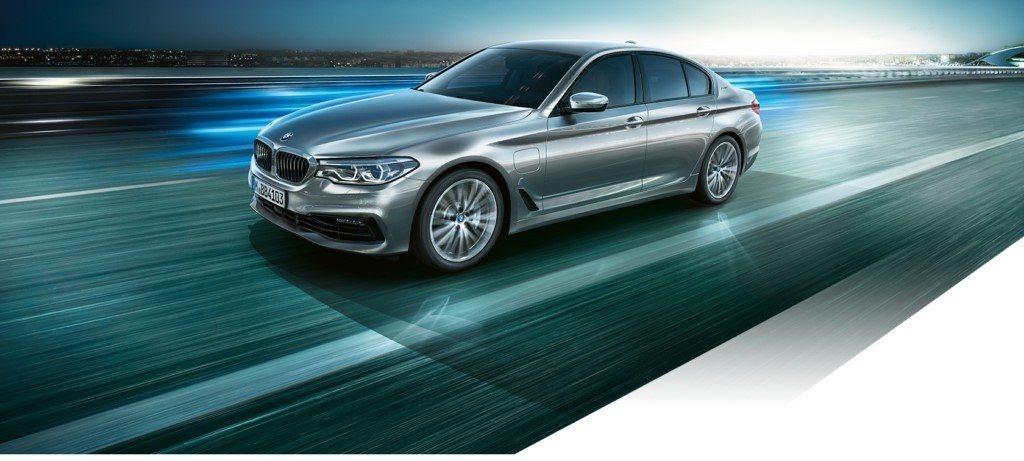 Los híbridos enchufables de BMW alertarán a los peatones desde julio