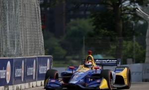 Rossi domina la clasificación y saldrá desde la pole este sábado en Detroit