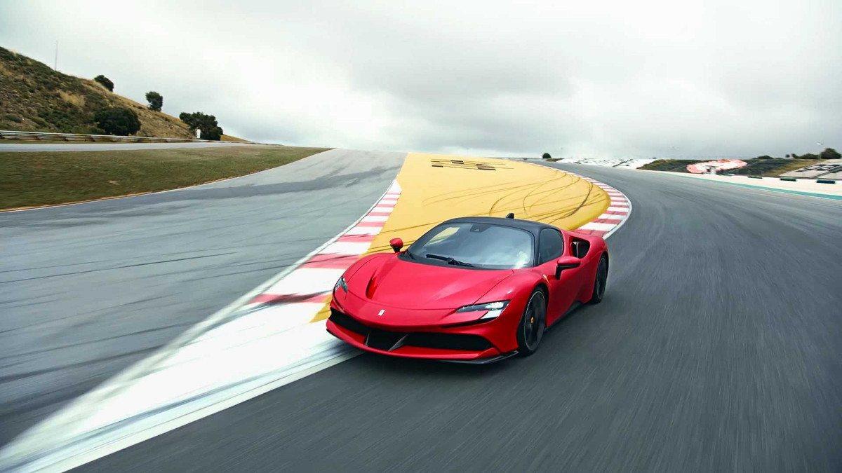 El funcionamiento del esquema híbrido del Ferrari SF90 Stradale en vídeo