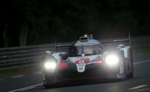 Un pinchazo en el Toyota #7 da la victoria al #8 de Alonso, que se corona campeón