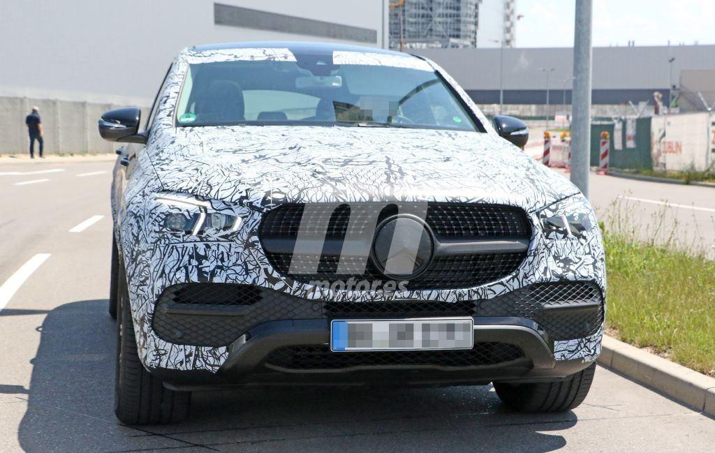 El nuevo Mercedes GLE Coupé comienza a perder camuflaje, se acerca su debut