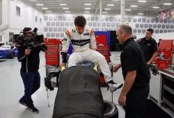 Alonso entrena en un simulador