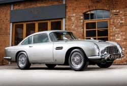 Uno de los Aston Martin DB5 de '007 Operación Trueno' a subasta