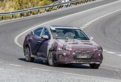 El desarrollo del nuevo Hyundai Elantra sigue adelante y una vez más ha sido cazado