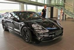El nuevo Porsche Taycan ya es expuesto en los concesionarios chinos