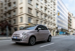 Italia - Mayo 2019: El Fiat 500 se anima con la llegada del verano