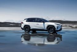 Noruega - Mayo 2019: El Toyota RAV4 enseña músculo