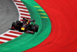 Verstappen culpa al viento de su accidente en los Libres 2