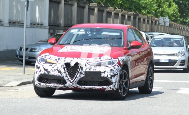 Alfa Romeo Stelvio 2020 - foto espía frontal